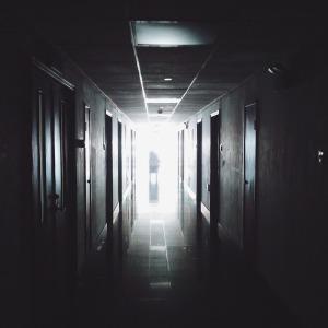 hallway-867226_1280